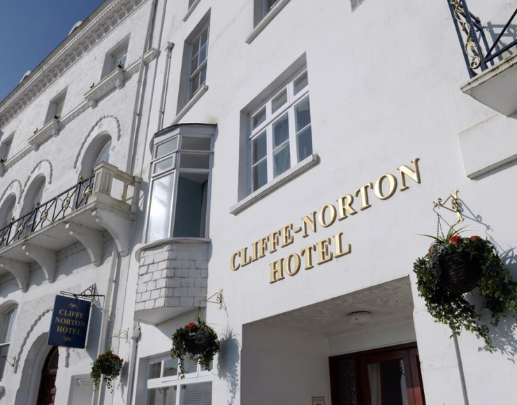 Cliffe Norton Hotel