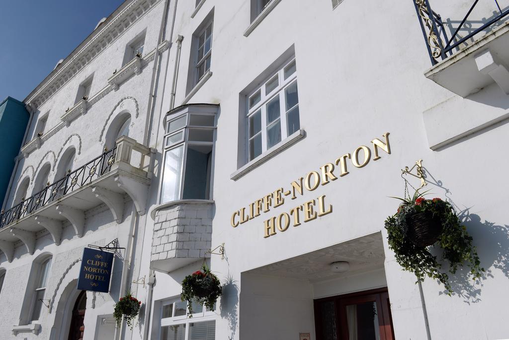 Cliffe Norton Hotel